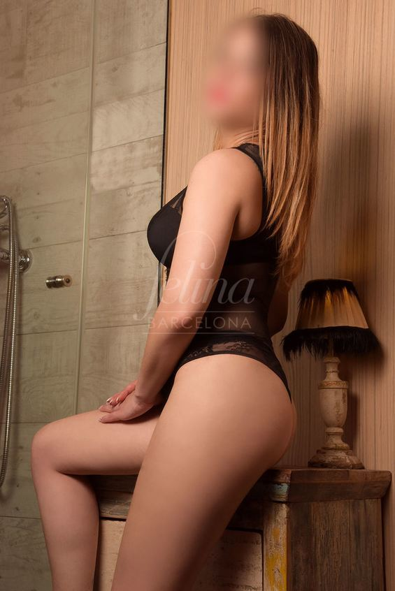 Naturally busty and blonde Spanish luxury prostitute in Barcelona: Marta
