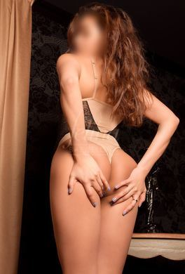 Stylish Colombian escort
