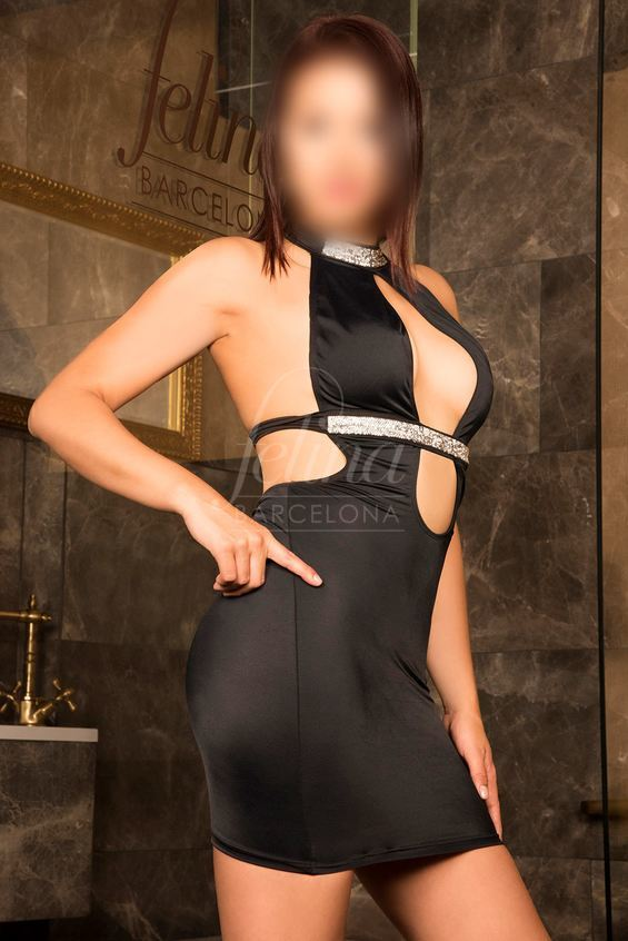 Luiza: Latina high end escort for cum on face blowjob in Barcelona, wearing a black dress